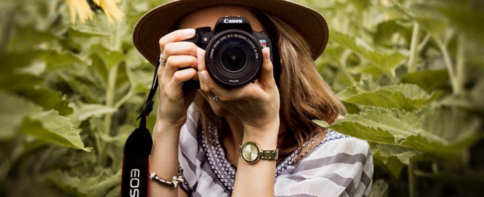 Pige med kamera
