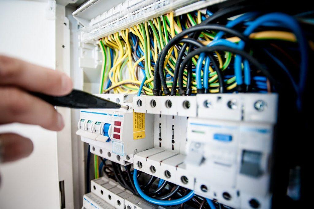 Få hjælp af elektrikeren med indretningen